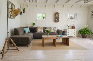 Un Airbnb dans un rez de chaussée, lumineux et bien aménagé.